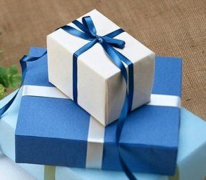 Schalke-Trikot als Geschenk